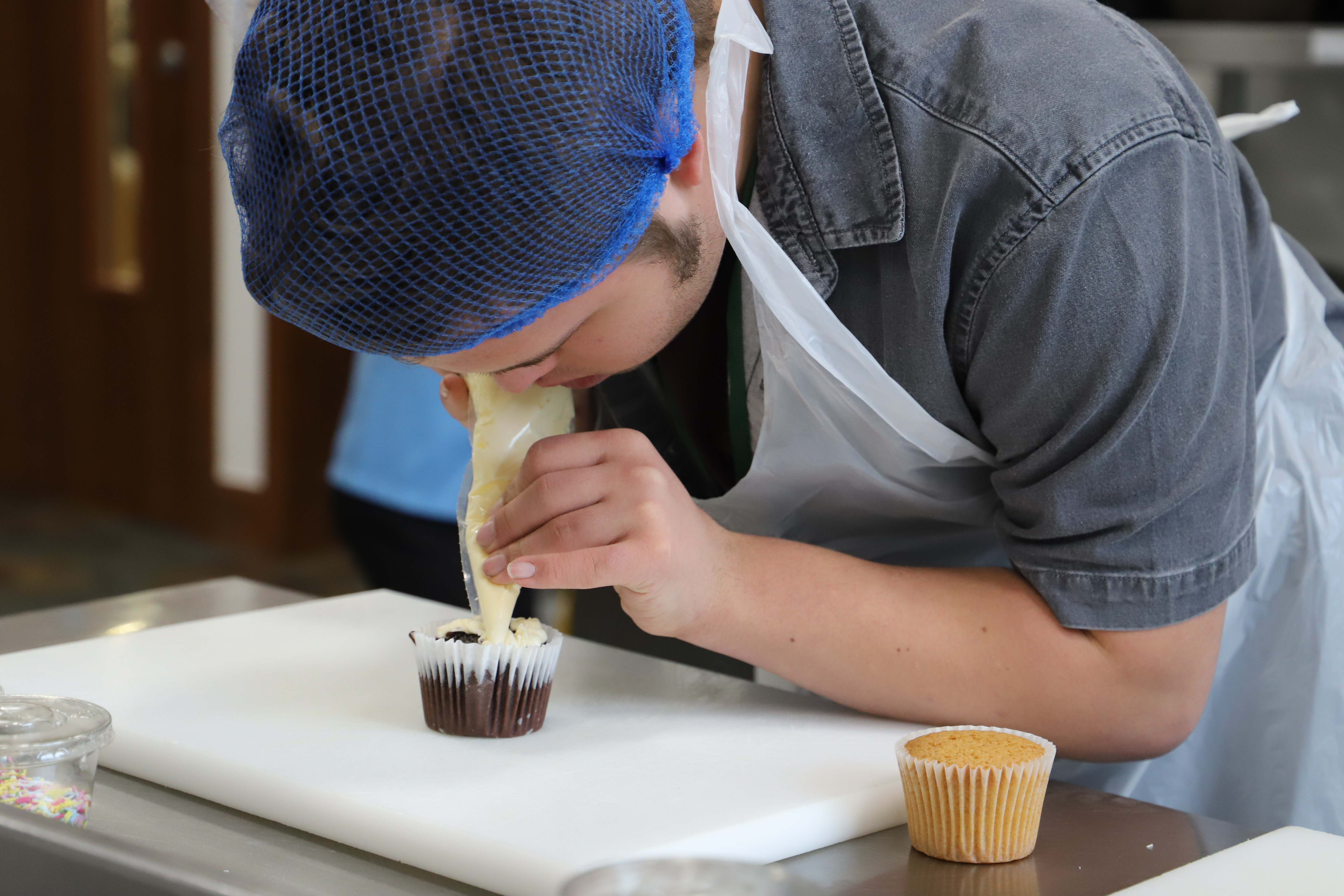 A student practising cake decorating