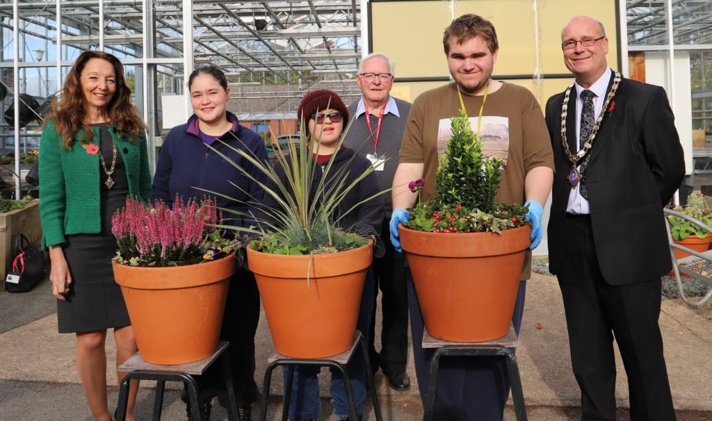 Horticulture students with the mayor and mayoress